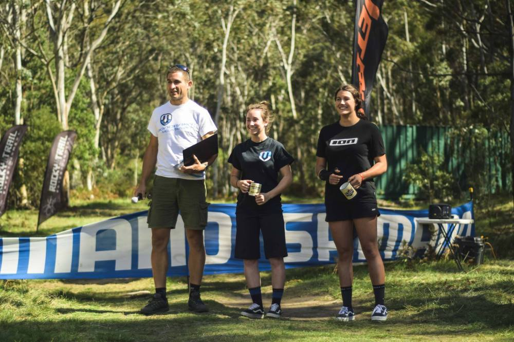 Series Elite Women l-r: Organiser Martin Wisata, Kellie Weinert (1), Sian A'Hern (3) - absent: Sarah Booth (2)